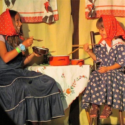 A kis gömböc - zenés mesejáték, gyermekprogram a Center Színházban - Center Színház